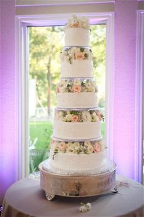 1000  images about Round Tiered Wedding Cakes on Pinterest