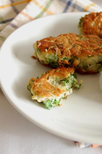 Herb and spinach fritters / Bolinhos de espinafre e ervas
