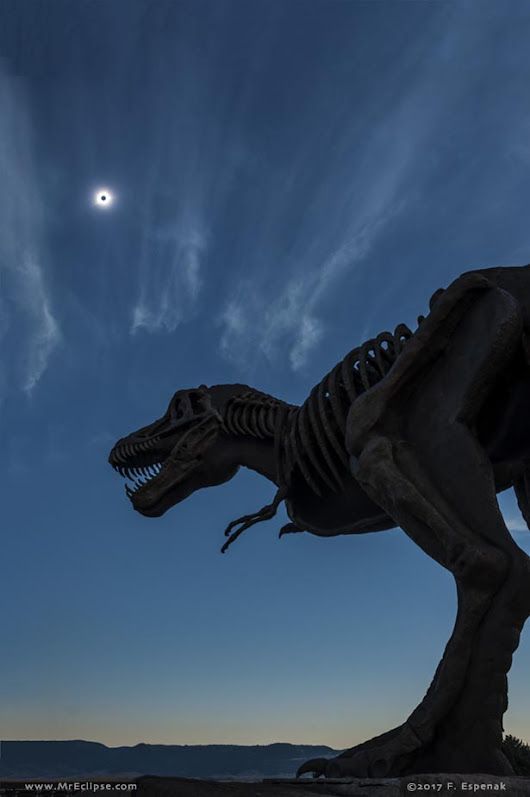 APOD: 2017 October 7 - Eclipsosaurus Rex