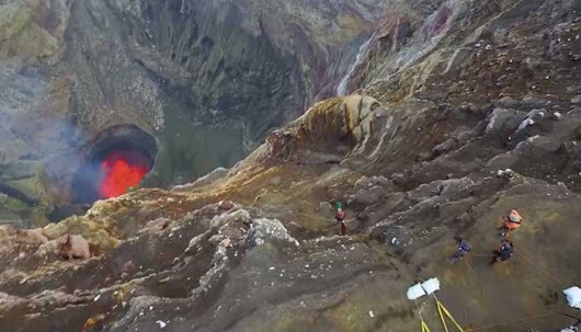 Google sends explorers to get 'street view' of giant volcanoes