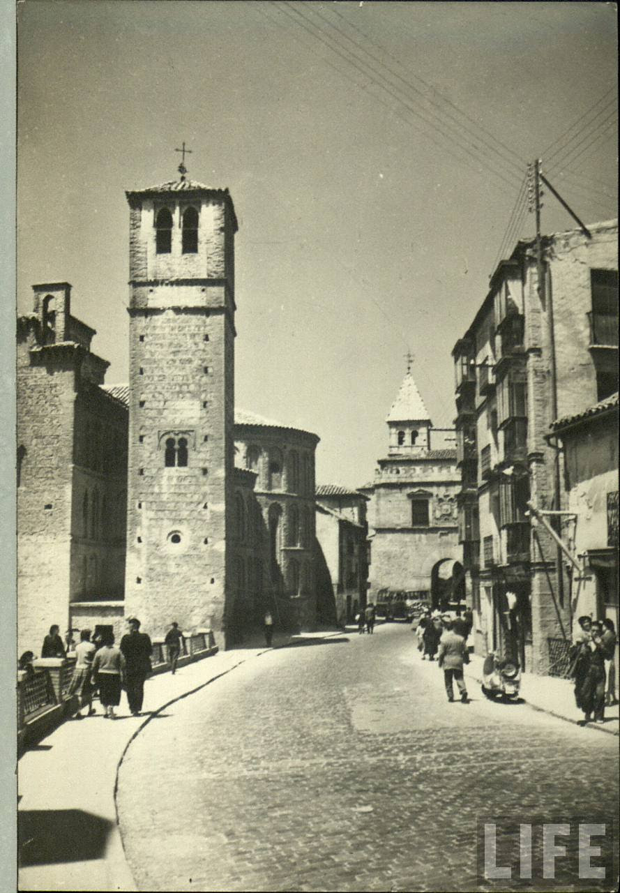 Iglesia de Santiago del Arrabal (Toledo) a principios del siglo XX. Archivo de la Revista Life.