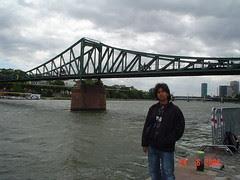 Di Tebing River Main, Frankfurt, Germany