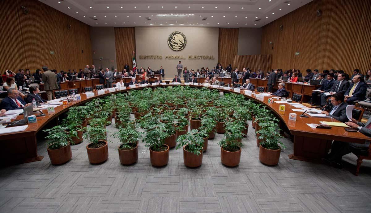 Sesión en el IFE. Foto: Eduardo Miranda