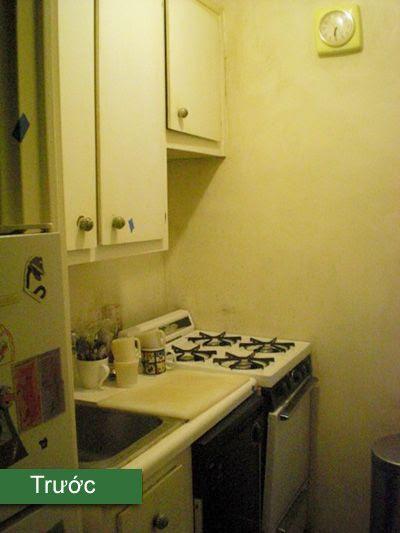 Bếp cũ là một khu tối tăm, tủ ọp ẹp, đồ dùng bỏ lung tung bên ngoài, thiếu khoa học
