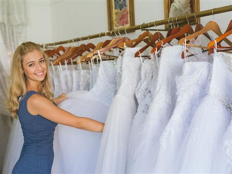 What Does The Average Wedding Dress Cost?   Wedding