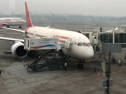 Review: Air India 787 Economy Class Mumbai - Delhi - Live from a Lounge