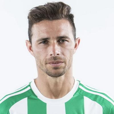 Rubén Castro Martín (Las Palmas de Gran Canaria, España, 27 de junio de 1981) es un futbolista español. Juega como delantero, actualmente en el Real Betis Balompié de la Primera División de España.Rubén Castro Martín es un delantero centro rápido,...