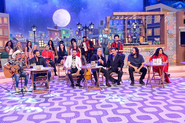Os cantores  Matogrosso & Mathias, Buenno & Bandeira, Perla, e Gabriel Pensador conversam com o apresentador Ratinho