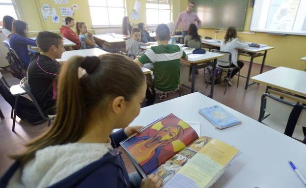Alumnos en clase de Religión, en una imagen de archivo./:: HOY