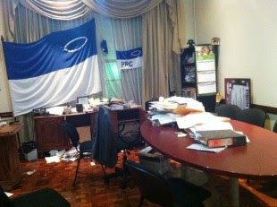 Así quedó la oficina de Justo Orozco después del allanamiento. Foto CRH.