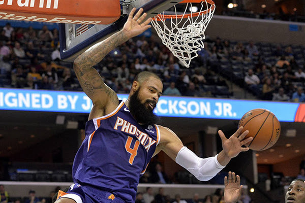062899f5d56 Former Sun Tyson Chandler officially signs with Lakers