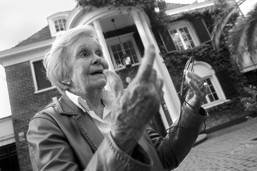 Belela Herrera muestra a la diaria la casa que fuera la residencia de la Embajada uruguaya en el momento del golpe de Estado, en 1973.