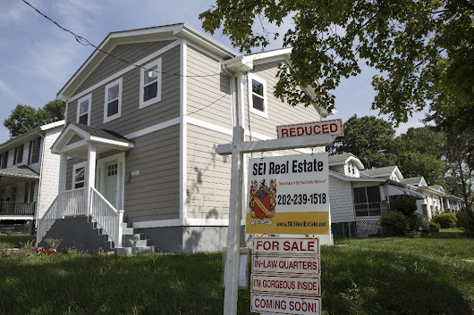 US existing-home sales fall in August