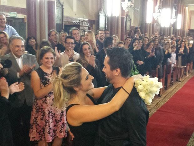 Fotógrafa é surpreendida por pedido de casamento em igreja de BH (Foto: Thais Pimentel/G1 MG)