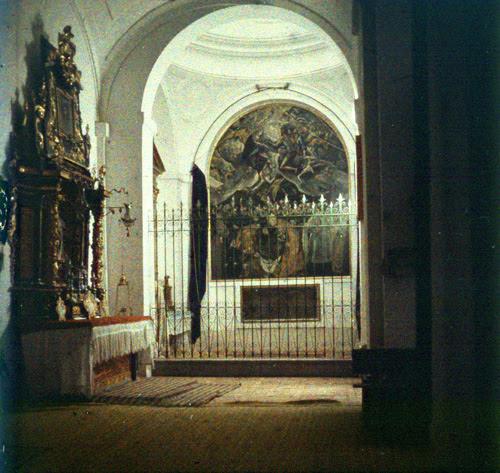 Cuadro del Entierro del Señor de Orgaz, de El Greco, en la Iglesia de Santo Tomé de Toledo. Autocromo tomado hacia 1913