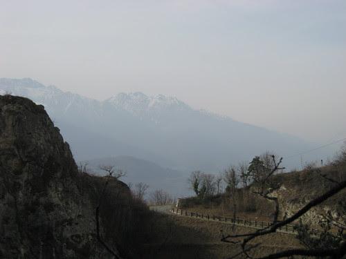 Le montagne dietro all'orrido