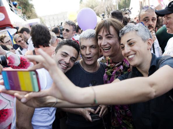 Ed Testa, Nichi Vendola e Vladimir Luxuria in piazza per i diritti delle coppie gay nel 2014 (Mistrulli)