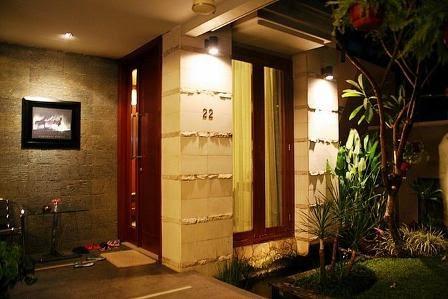 contoh lampu teras rumah minimalis
