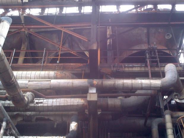 Petrobras informou que a Unidade de Destilação, onde ocorreu a explosão, está paralisada para avaliação técnica e que o abastecimento ao mercado não será afetado (Foto: Dilvugação Sindipetro PR/SC)