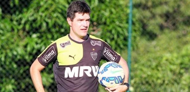 Atlético-MG do técnico Diogo Giacomini foi eliminado na Copinha com uma vitória, um empate e uma derrota