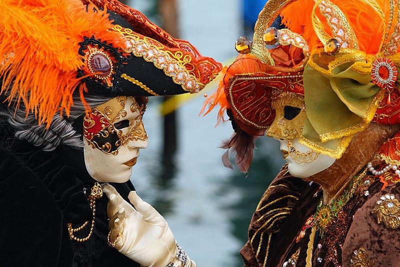 File:Venice Carnival - Masked Lovers (2010).jpg