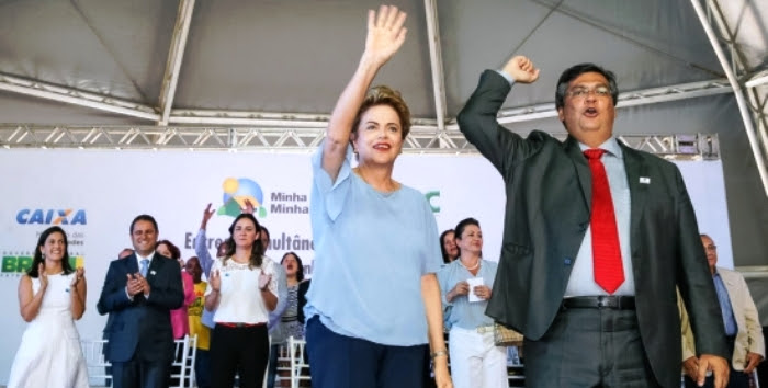 Dilma com Dino: militante partidário em cima de palanque