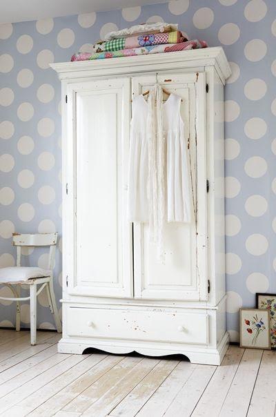 polka dot wallpaper and cool closet