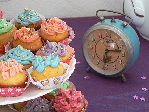réveil et cupcakes.jpg