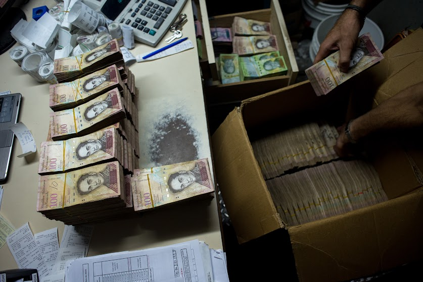 Venezuela to Issue Bigger Bills This Month as Currency Plunges