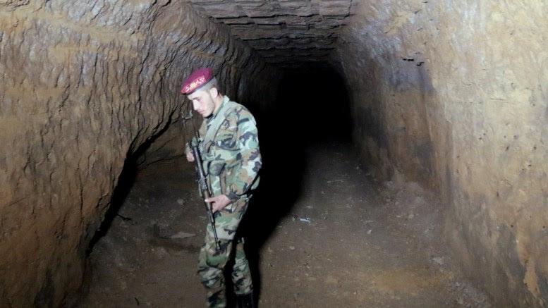 File Photo: Σύρος στρατιώτης σε καταφύγιο. Οι δυνάμεις του Άσαντ ετοιμάζονται για τα αμερικανικά αντίποινα EPA, YOUSSEF BADAWI