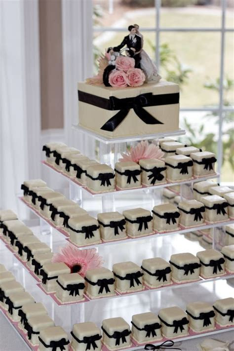 Cake Trend! Petit Fours from Marsells Cakes & Desserts