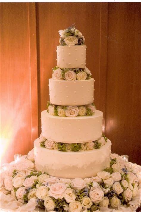 Françoise Weeks Flower Decorations for your Wedding Cake