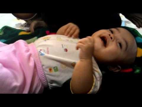 Video Bayi Tertawa Lucu, Membuat Bayi Tertawa