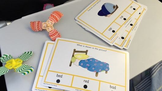 Learning to read with Hot Dots Jolly Phonics cards - Mummy in the City