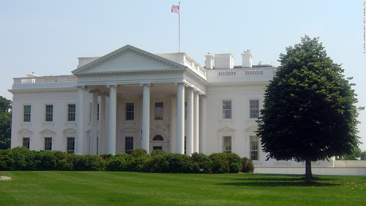 Car and bomb claim at White House sets off security alert