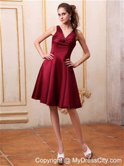Knee length V neck Bowknot Maid of Honor Dress in Wine Red