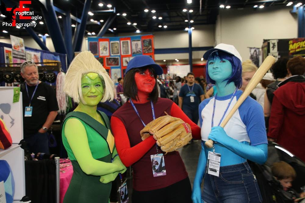 """First Time out as (non cactus) Peridot was spent at Comicpalooza! I had a great time with my friends (the Ruby and """"Bob"""") and even got to meet Zach Callison, he was extremely nice!"""