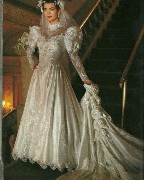 Lace Appliques Satin Vintage Wedding Dresses With Royal