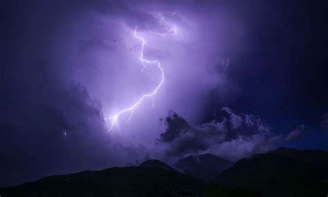 time  father   bride  struck  lightning