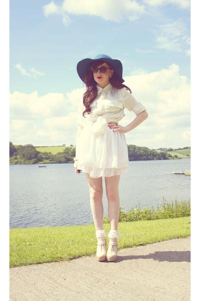 Teal-tkmaxx-hat-eggshell-lace-socks-diy-socks-brown-solilor-sunglasses_400