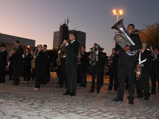 Philarmônica 21 de Setembro na alvorada do aniversário da cidade (Foto: Amanda Franco/ G1)