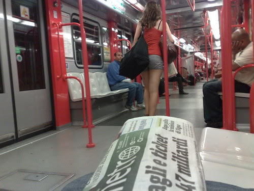 Metro v.s. Metro by durishti
