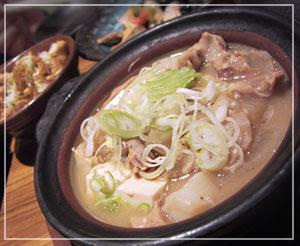 居酒屋「ありがとう」で、もつ煮豆腐♪