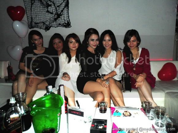http://i1214.photobucket.com/albums/cc482/mediamalaya/06110204/kcm-weiners2.jpg