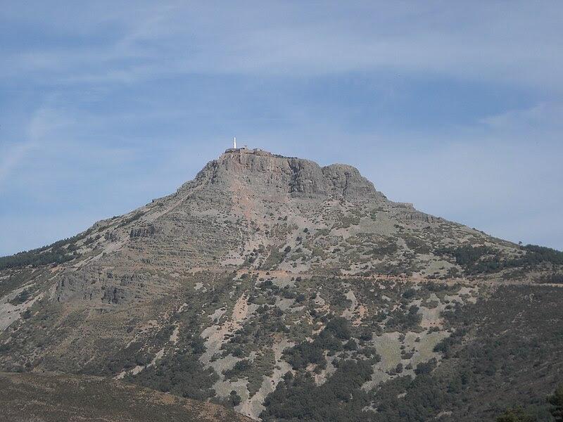 File:Peña de Francia desde La Alberca.JPG