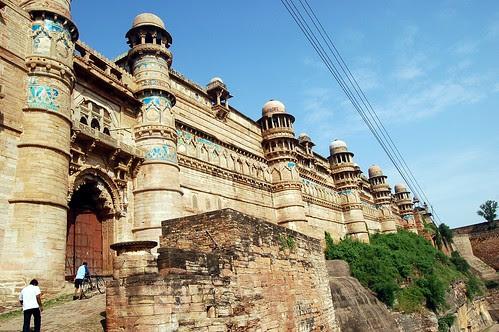 Aufstieg zum Fort von Gwalior mit  Abbildung der Fassade
