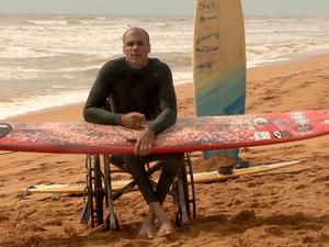 Paraplégico voltou a surfar no Espírito Santo (Foto: Reprodução/ TV Gazeta)