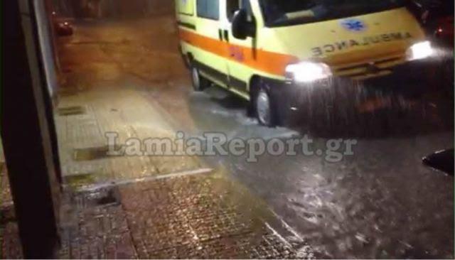 Άνοιξαν οι ουρανοί στη Λαμία - Πλημμύρισαν δρόμοι και σπίτια