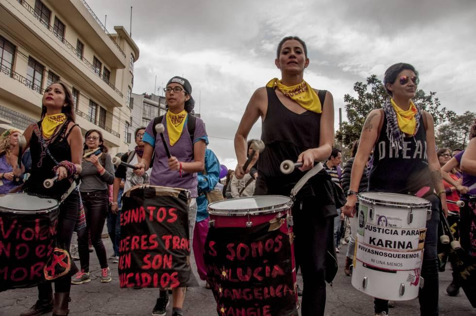 La primera marcha nacional contra el feminicidio en Ecuador, llevada a cabo el 26 de noviembre.