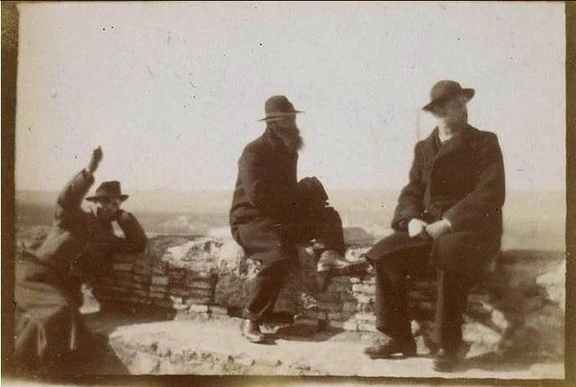 Ker-Xavier Roussel, Édouard Vuillard y Pierre Bonnard en Toledo en febrero de 1901. Fotografía del príncipe de Rumanía Emmanuel Bibesco. Museo D´Orsay.